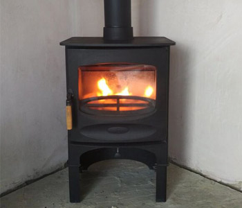 Charnwood C5 Woodburner with store stand - installed in the Surrey Hills