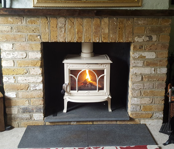 Jotul F100 Multifuel Stove - in ivory enamel with tracery door. Installed in Cobham, near Woking Surrey