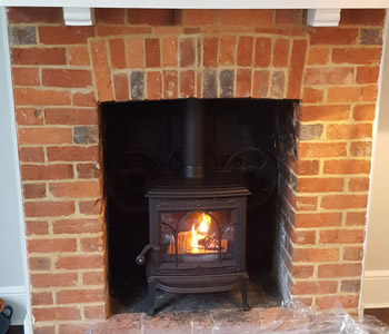 Jotul F100 Woodburner - in matt black with classic door. Installed in Cranleigh, Surrey